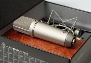 NEUMANN U87 (geniş diyaframlı condenser): Mikrofonların efendisi...Belki bir ev stüdyosu için fazla ama mikrofonlardan bahsedip onu es geçmek olmazdı.
